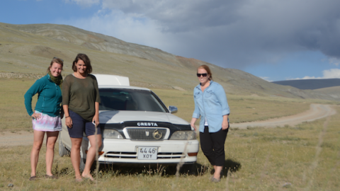 Karolie Fonn, Kristin Lien og Linda Veggeberg på TeFT Team i Mongolia.